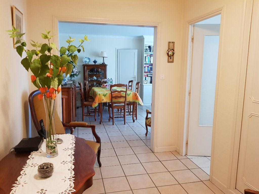 Appartement à vendre 5 98m2 à Montluçon vignette-2