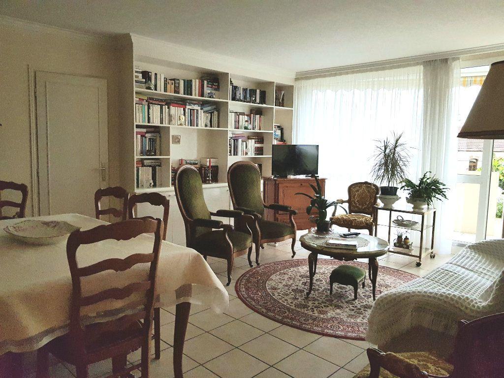 Appartement à vendre 5 98m2 à Montluçon vignette-3