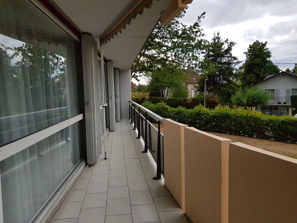 Appartement à vendre 5 98m2 à Montluçon vignette-4