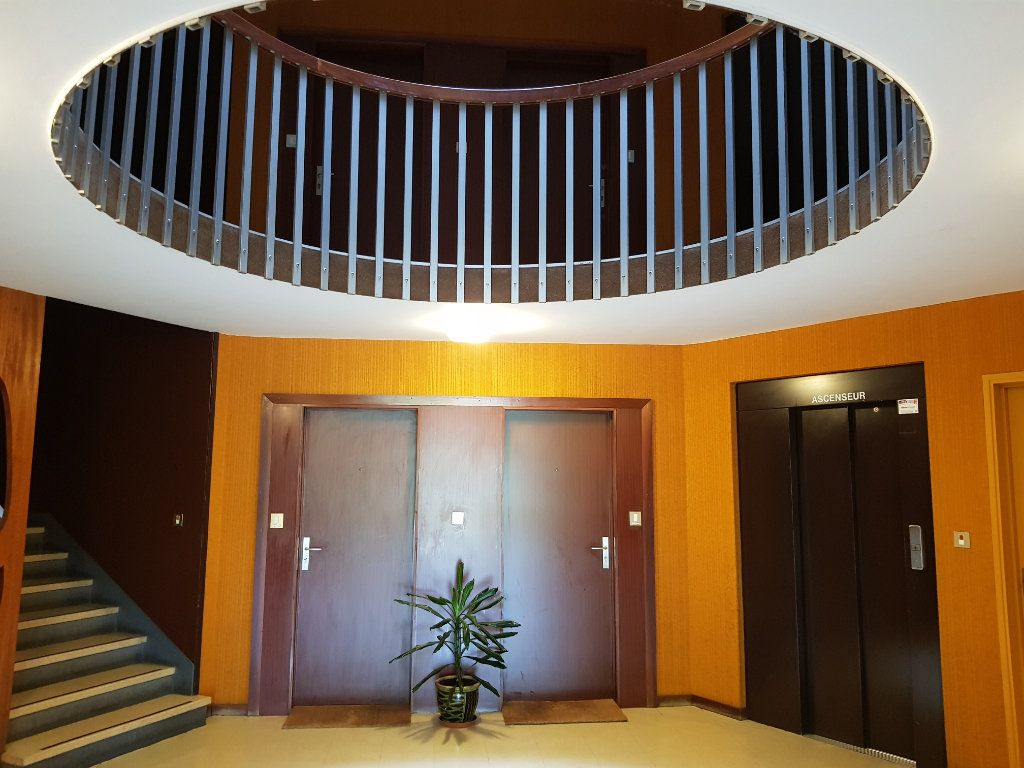 Appartement à vendre 5 98m2 à Montluçon vignette-6