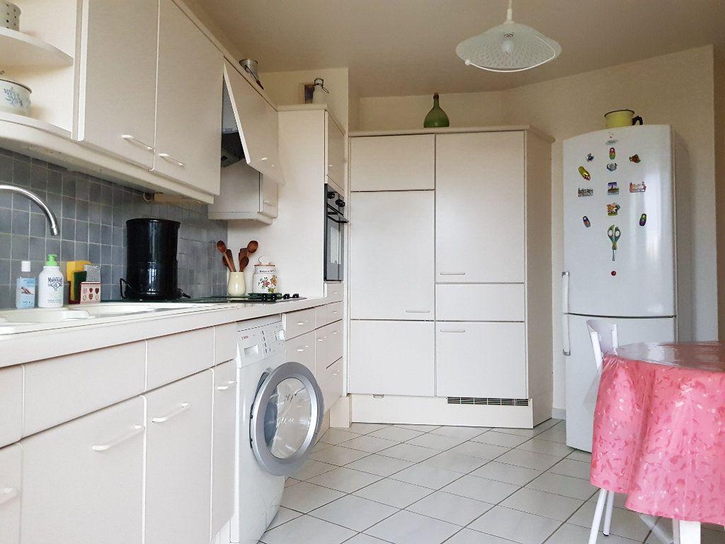 Appartement à vendre 5 98m2 à Montluçon vignette-8