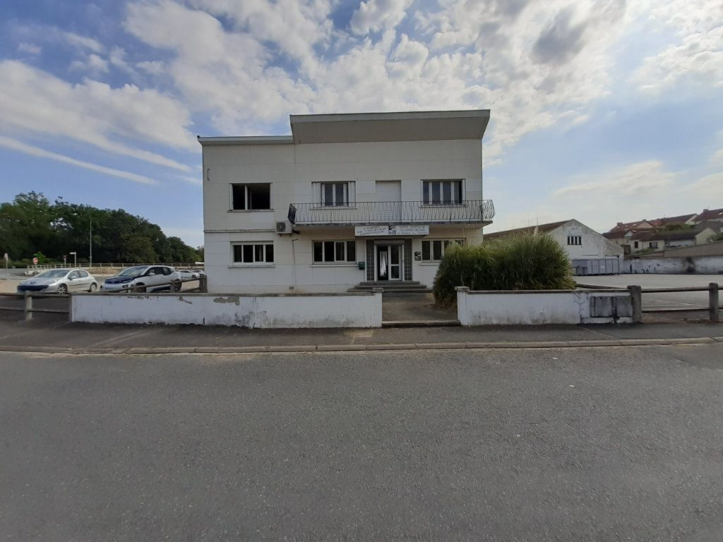 Immeuble à vendre 0 400m2 à Montluçon vignette-1