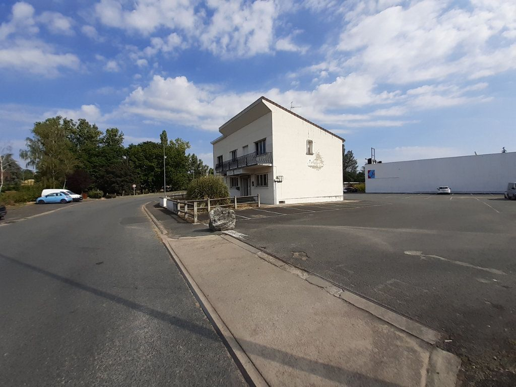 Immeuble à vendre 0 400m2 à Montluçon vignette-2