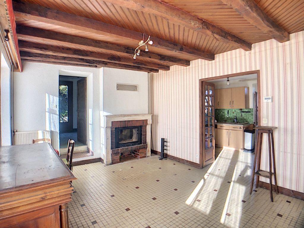 Maison à vendre 5 177m2 à Urçay vignette-5