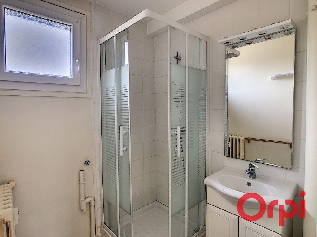 Appartement à vendre 3 57.83m2 à Montluçon vignette-8