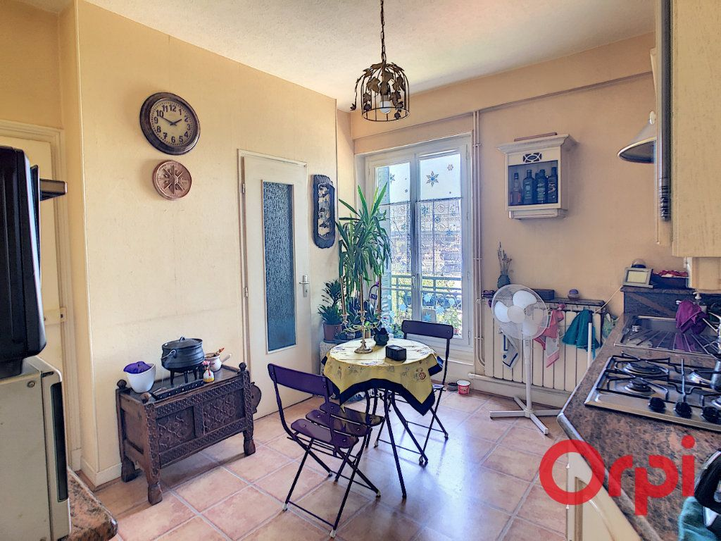 Appartement à vendre 3 56.93m2 à Montluçon vignette-3