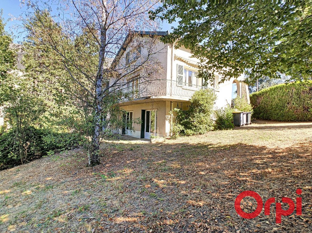 Maison à vendre 8 174m2 à Néris-les-Bains vignette-1
