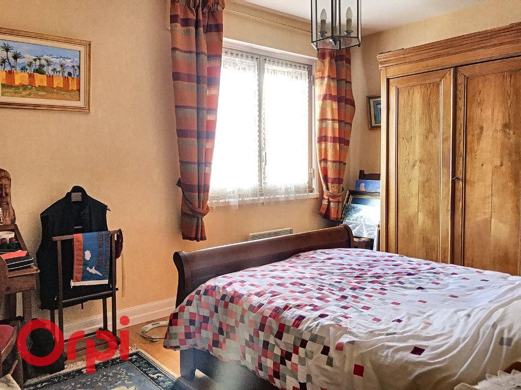 Appartement à vendre 5 89m2 à Montluçon vignette-4