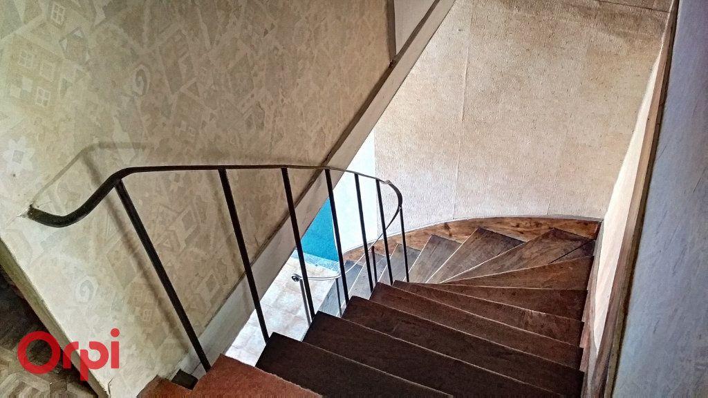 Maison à vendre 5 115m2 à Villefranche-d'Allier vignette-6