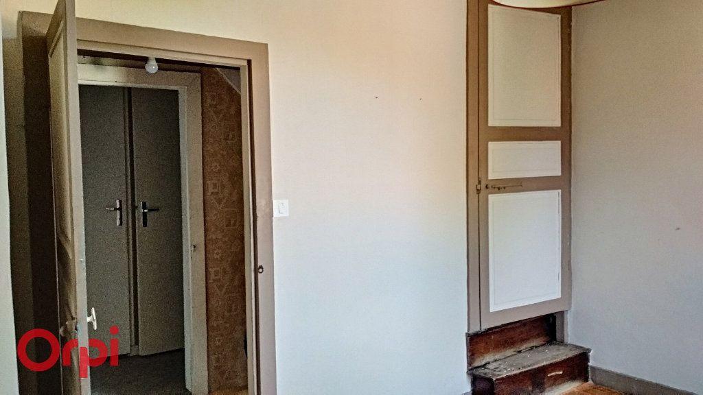 Maison à vendre 5 115m2 à Villefranche-d'Allier vignette-11