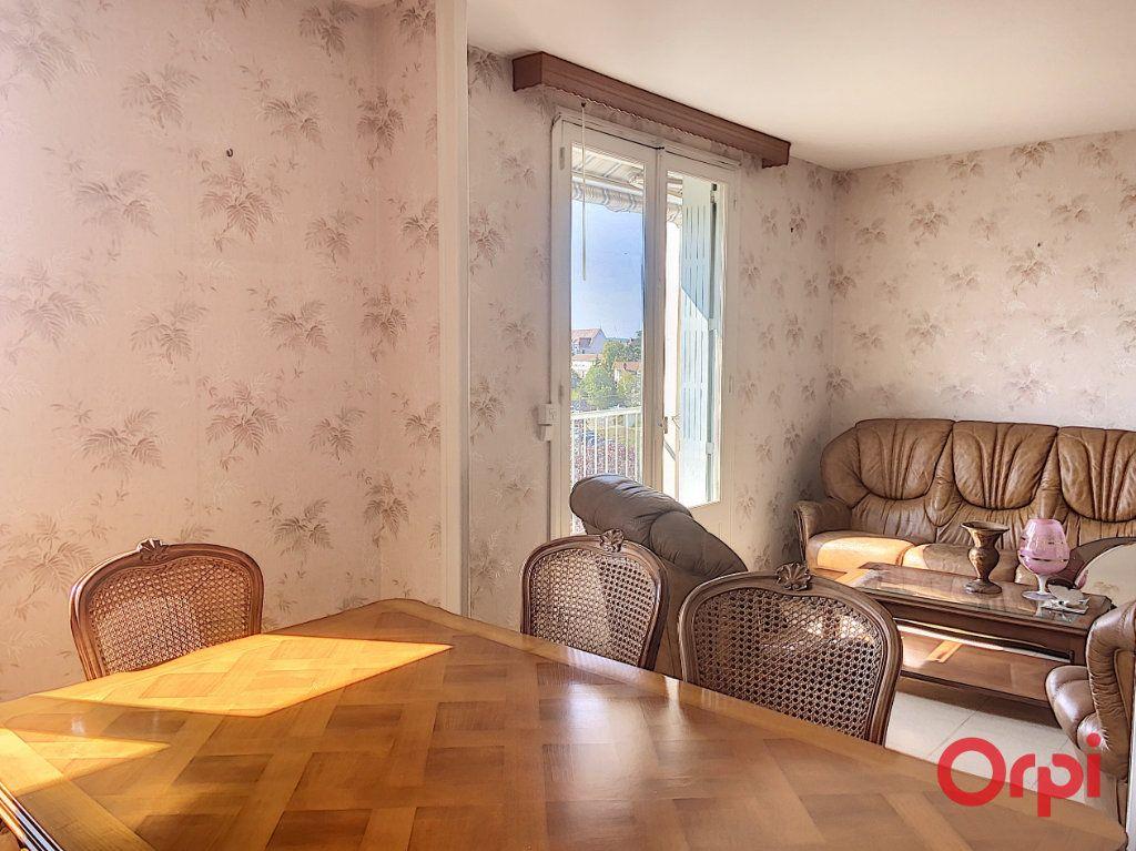 Appartement à vendre 4 78.52m2 à Montluçon vignette-2