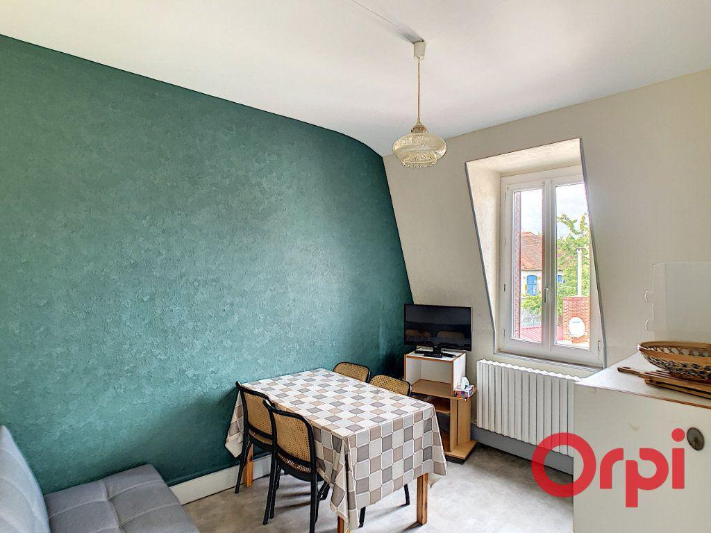 Immeuble à vendre 0 107.1m2 à Néris-les-Bains vignette-2