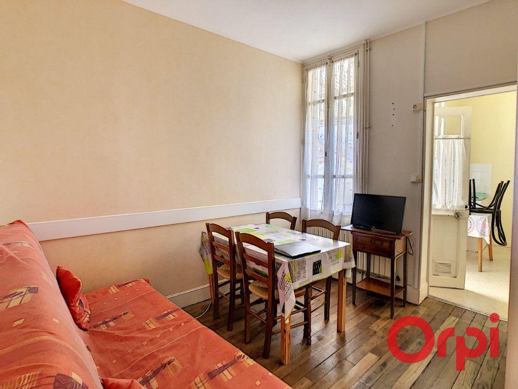 Immeuble à vendre 0 107.1m2 à Néris-les-Bains vignette-6