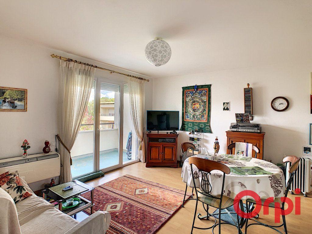 Appartement à vendre 3 61.26m2 à Montluçon vignette-2