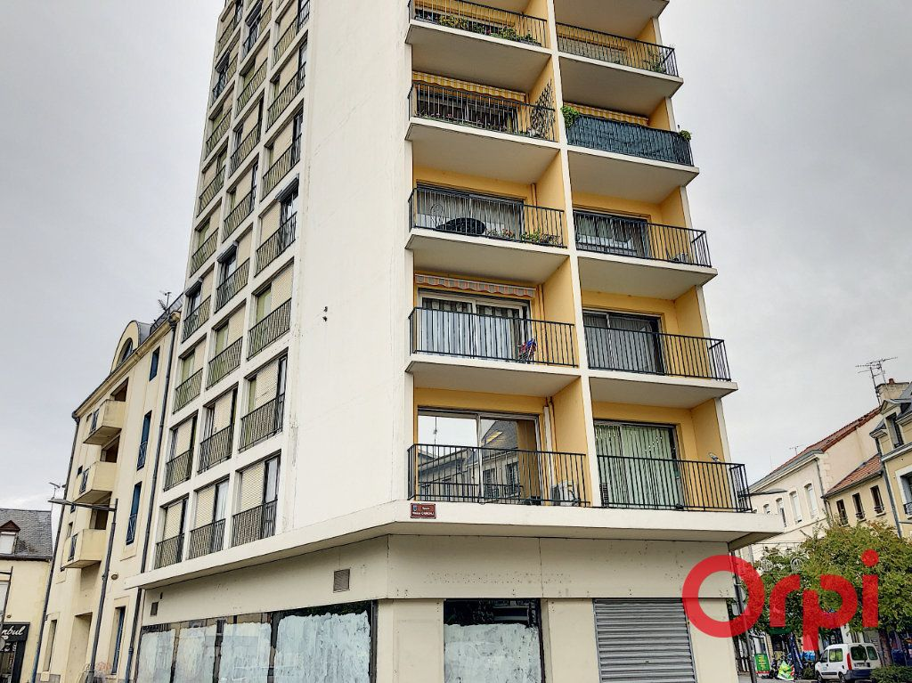 Appartement à vendre 7 149.63m2 à Montluçon vignette-1