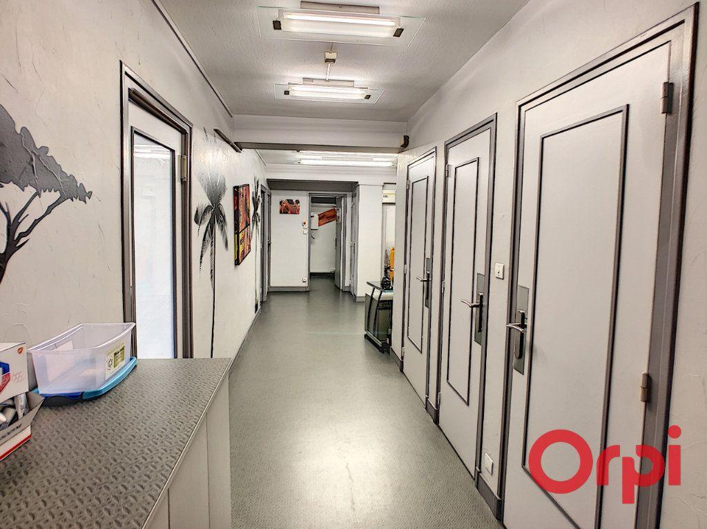 Appartement à vendre 7 149.63m2 à Montluçon vignette-3