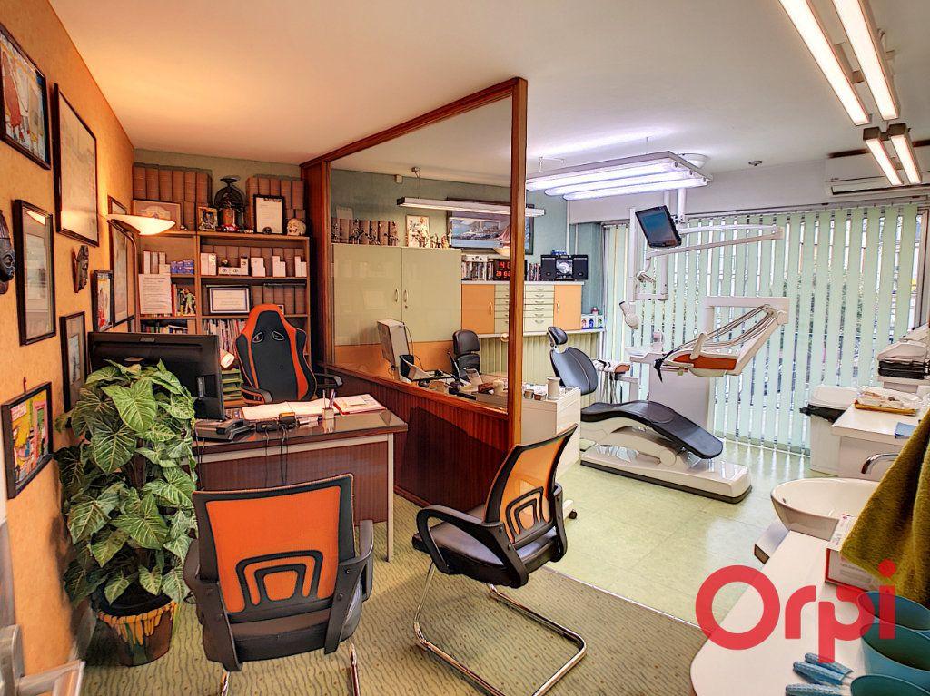 Appartement à vendre 7 149.63m2 à Montluçon vignette-4
