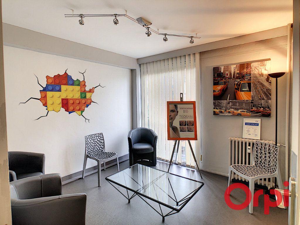 Appartement à vendre 7 149.63m2 à Montluçon vignette-5