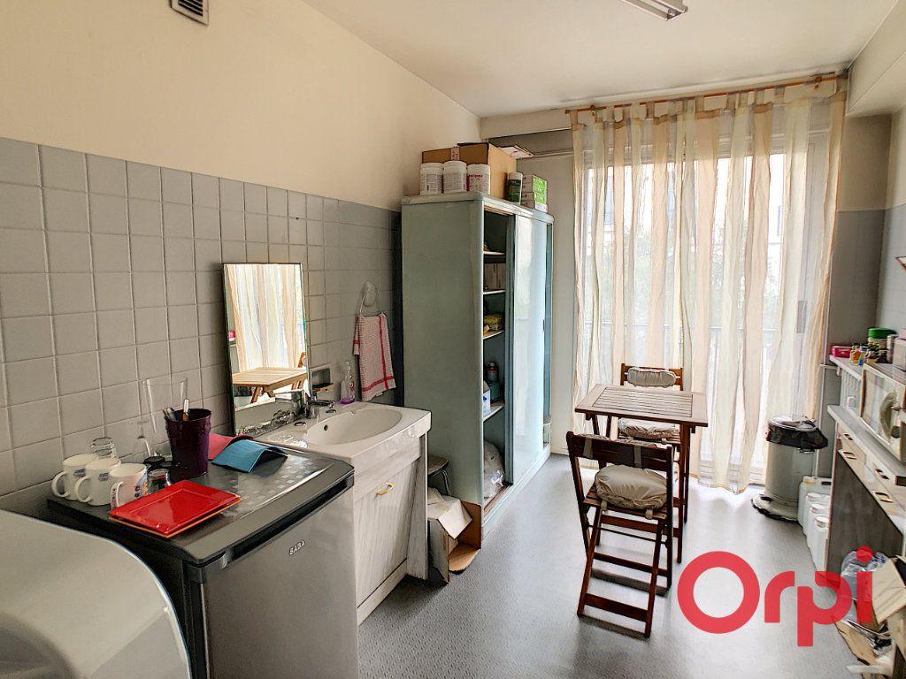 Appartement à vendre 7 149.63m2 à Montluçon vignette-6