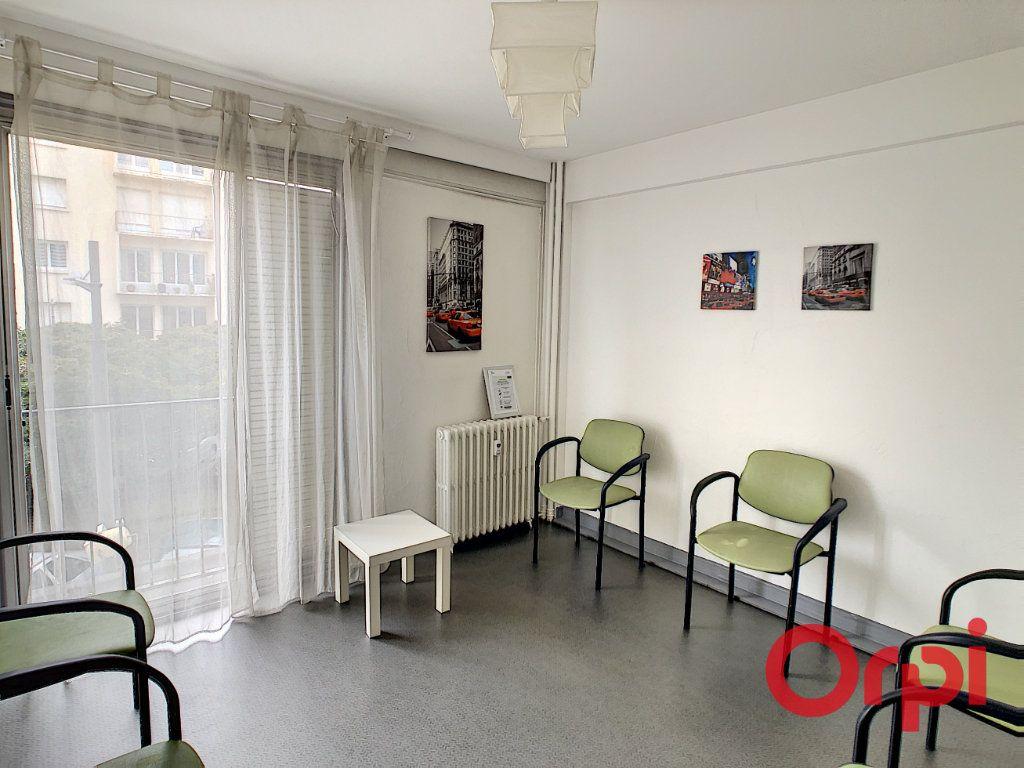 Appartement à vendre 7 149.63m2 à Montluçon vignette-7