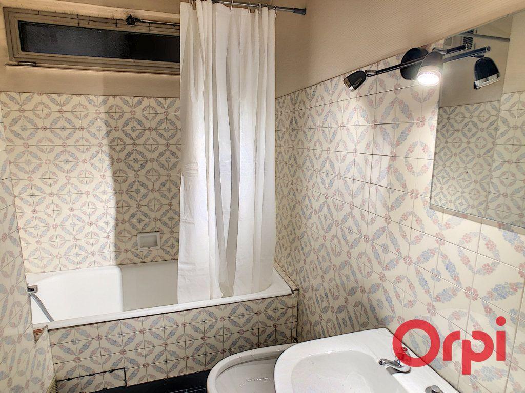 Appartement à vendre 7 149.63m2 à Montluçon vignette-9