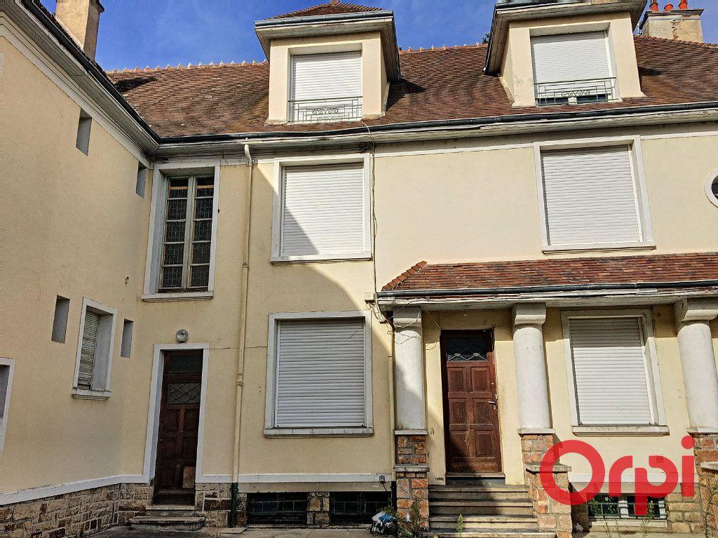Appartement à vendre 4 98m2 à Lavault-Sainte-Anne vignette-1