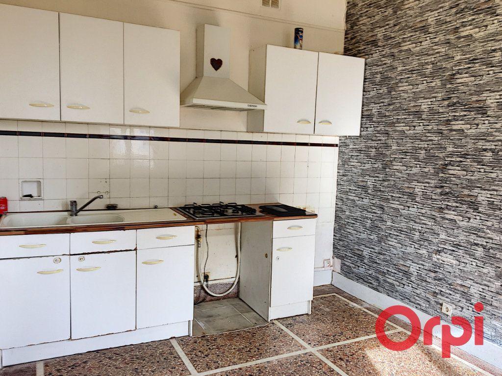 Appartement à vendre 4 98m2 à Lavault-Sainte-Anne vignette-2