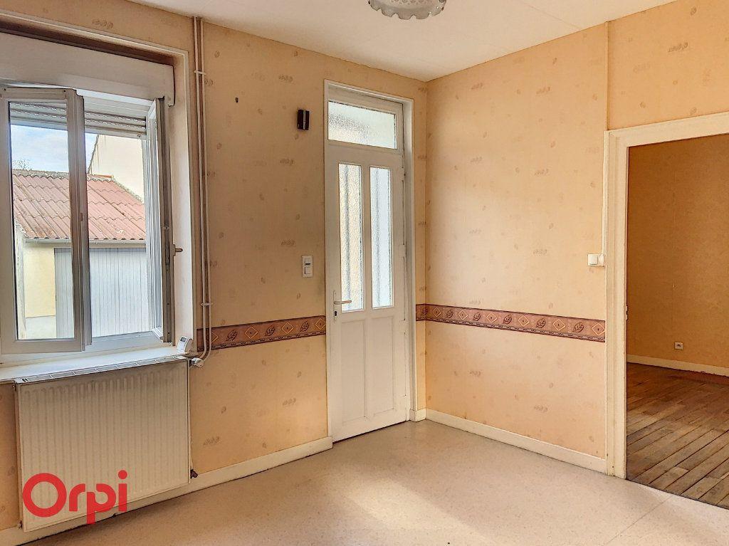 Maison à vendre 3 50m2 à Montmarault vignette-3
