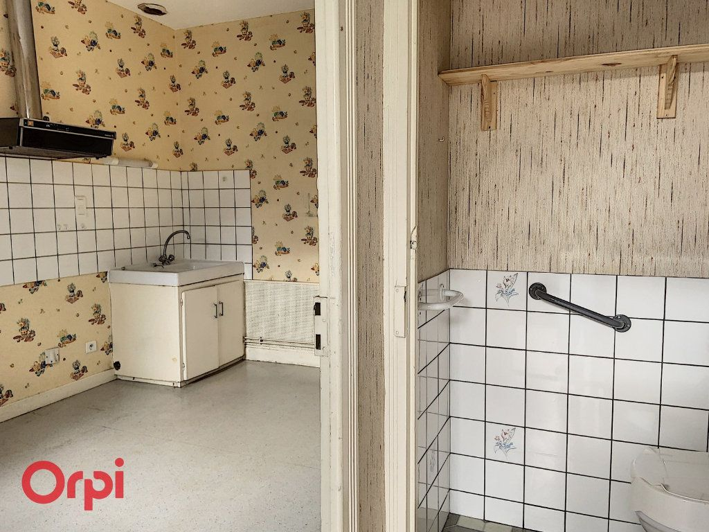 Maison à vendre 3 50m2 à Montmarault vignette-6