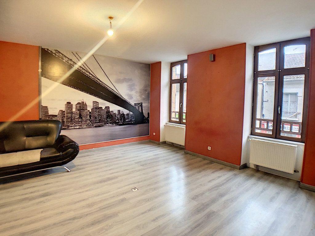 Immeuble à vendre 0 140m2 à Vallon-en-Sully vignette-2