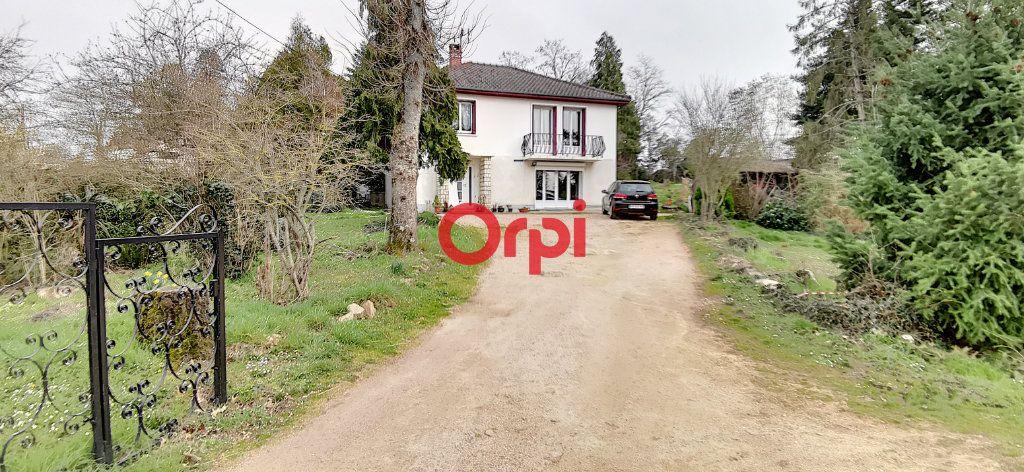 Maison à vendre 6 138.03m2 à Commentry vignette-1