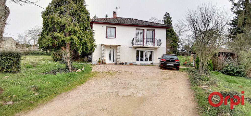 Maison à vendre 6 138.03m2 à Commentry vignette-2