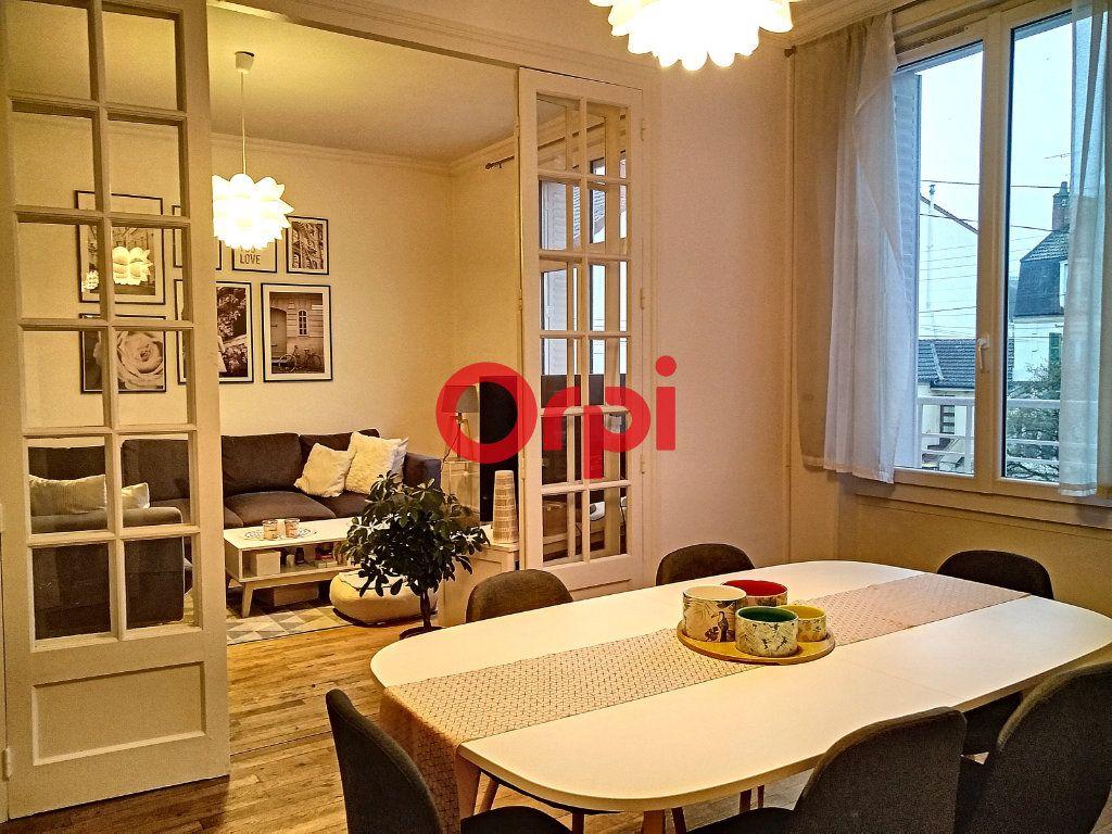 Appartement à vendre 5 116.41m2 à Montluçon vignette-1