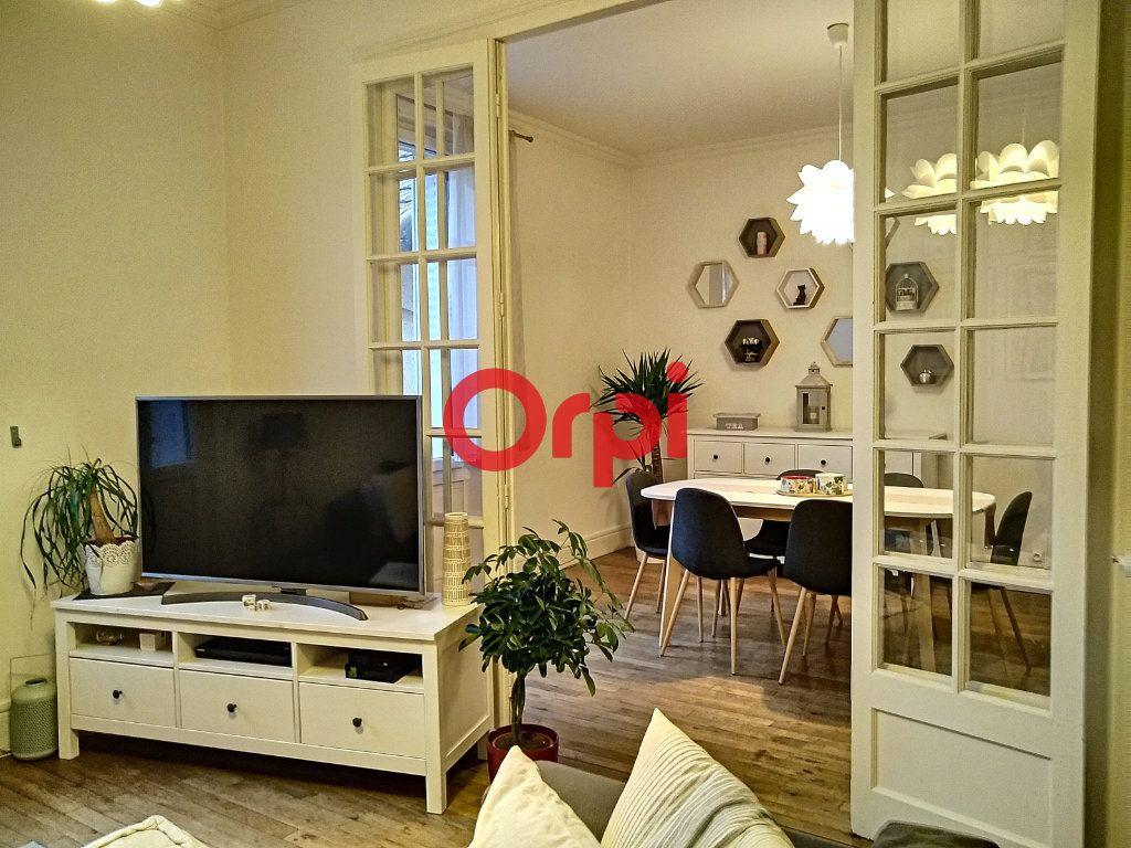Appartement à vendre 5 116.41m2 à Montluçon vignette-2