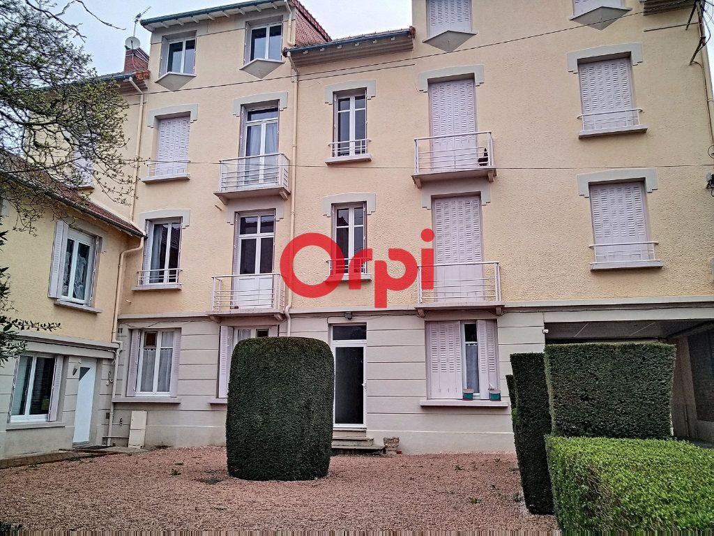 Appartement à vendre 5 116.41m2 à Montluçon vignette-4