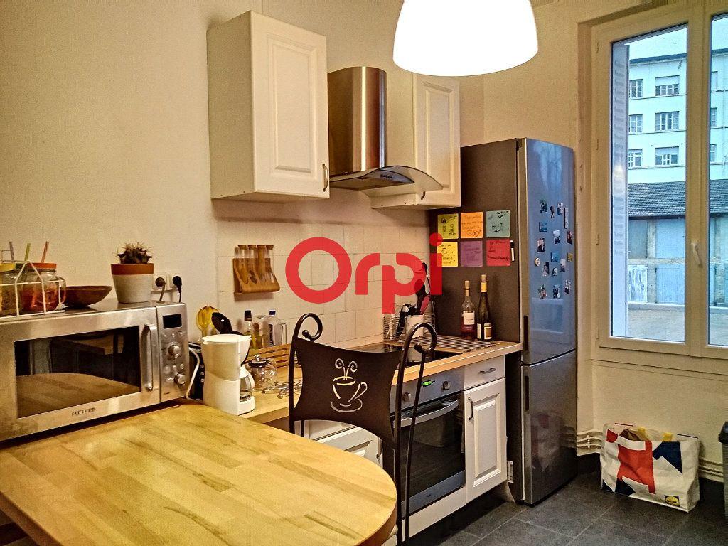 Appartement à vendre 5 116.41m2 à Montluçon vignette-6