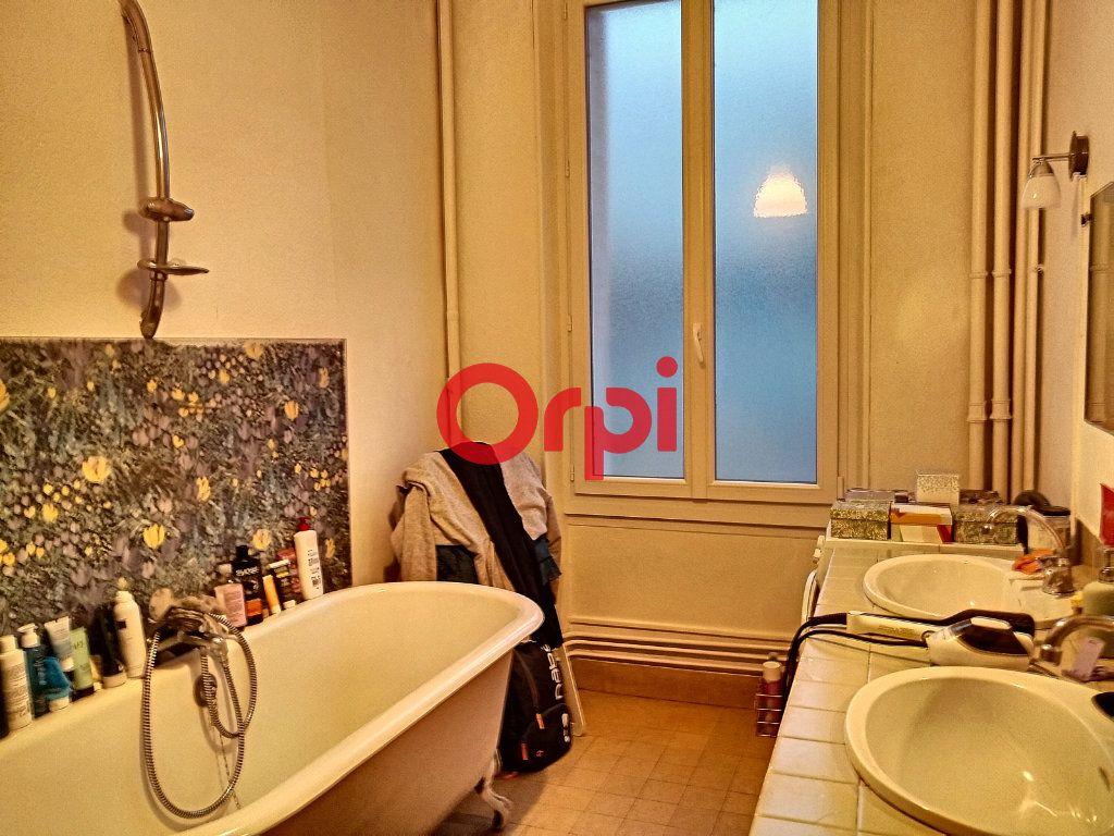 Appartement à vendre 5 116.41m2 à Montluçon vignette-8