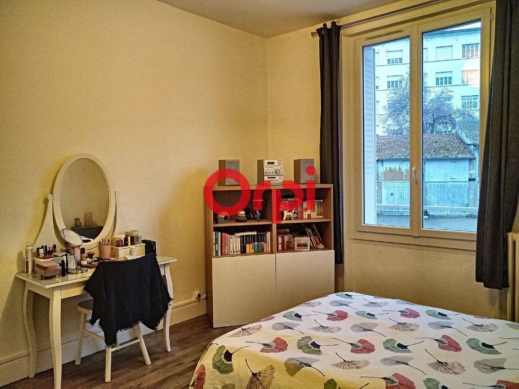 Appartement à vendre 5 116.41m2 à Montluçon vignette-9