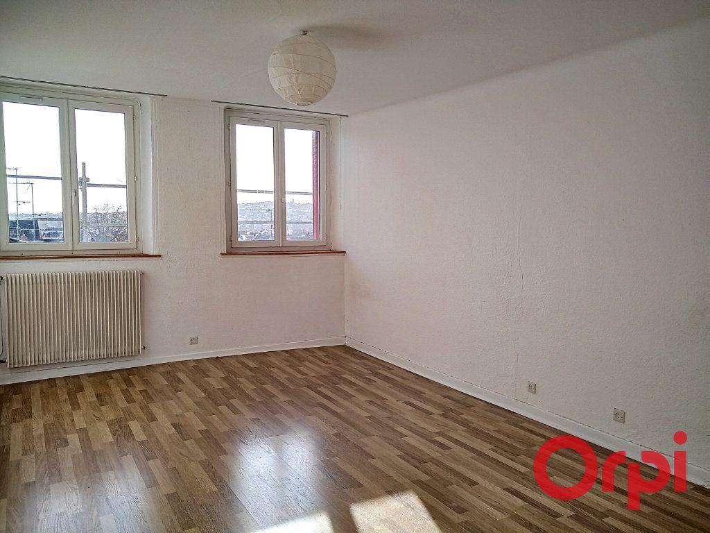 Appartement à vendre 2 55m2 à Montluçon vignette-1