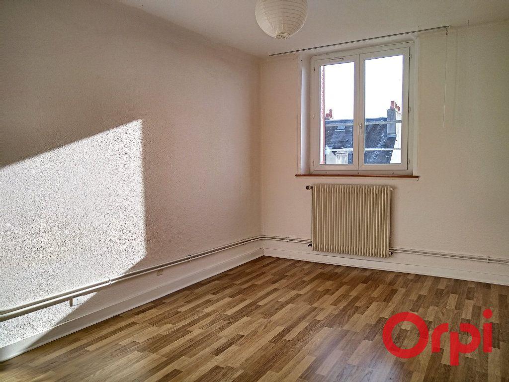 Appartement à vendre 2 55m2 à Montluçon vignette-2