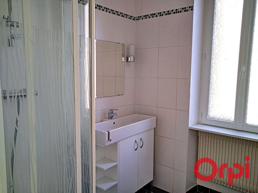 Appartement à vendre 2 55m2 à Montluçon vignette-4