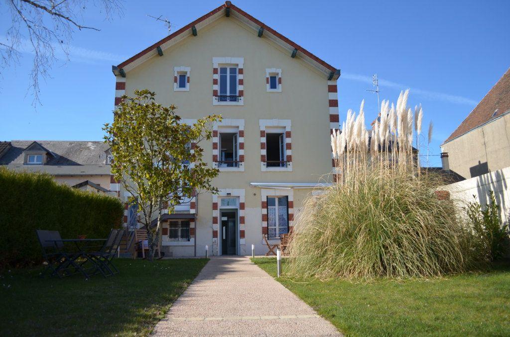 Maison à vendre 8 195.06m2 à Boussac vignette-1