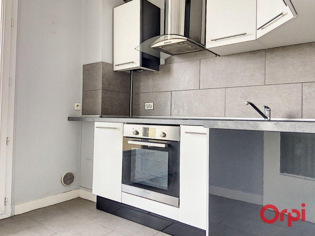Appartement à vendre 3 62.86m2 à Montluçon vignette-1