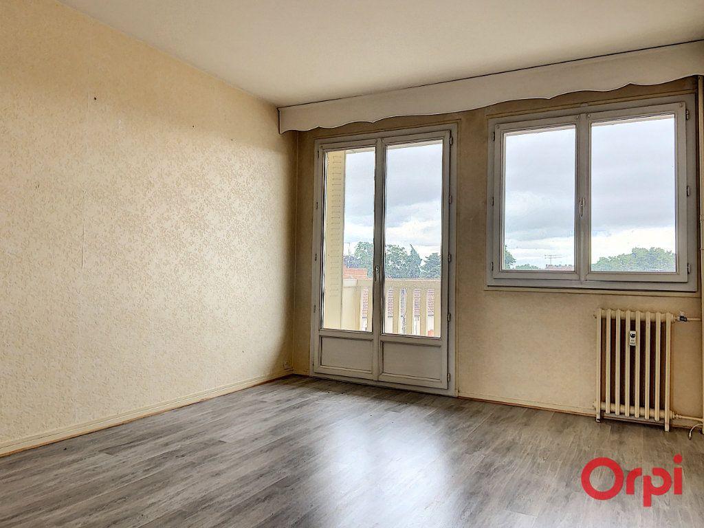 Appartement à vendre 3 62.86m2 à Montluçon vignette-2