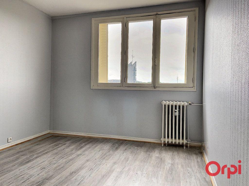 Appartement à vendre 3 62.86m2 à Montluçon vignette-4
