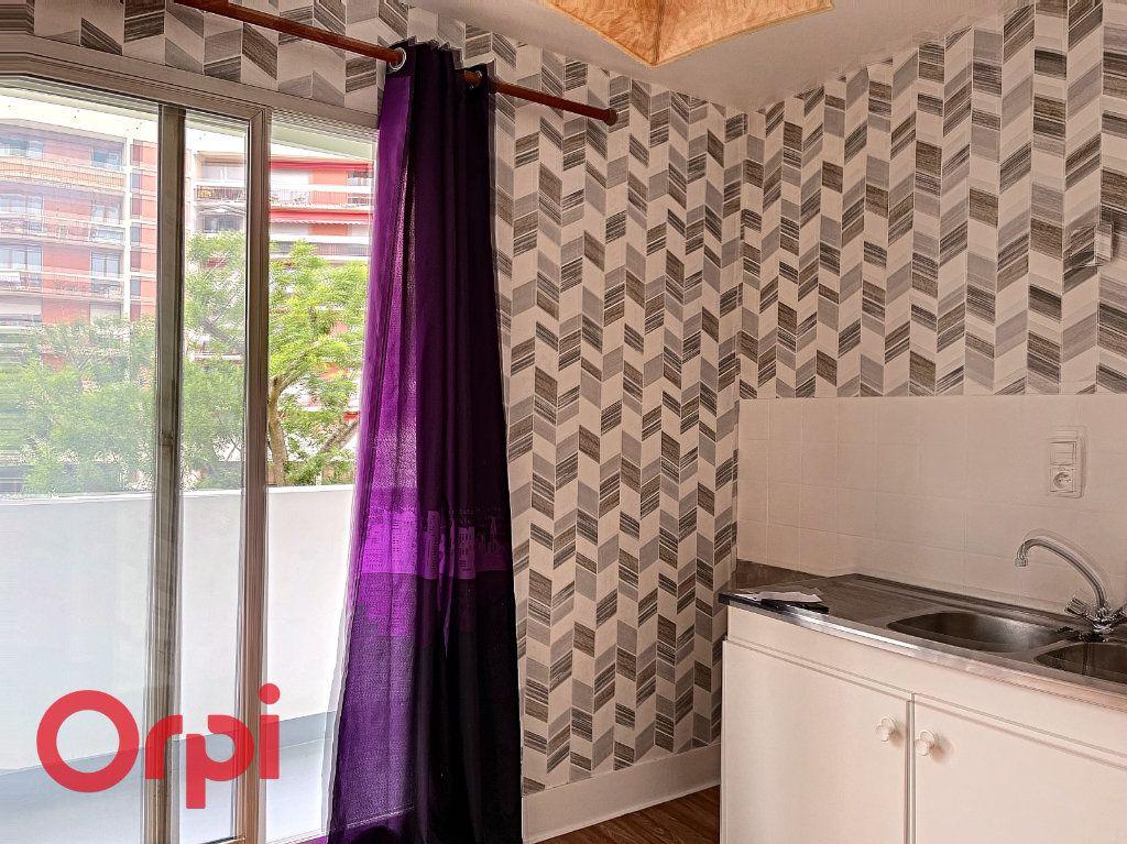 Appartement à vendre 1 35m2 à Montluçon vignette-3