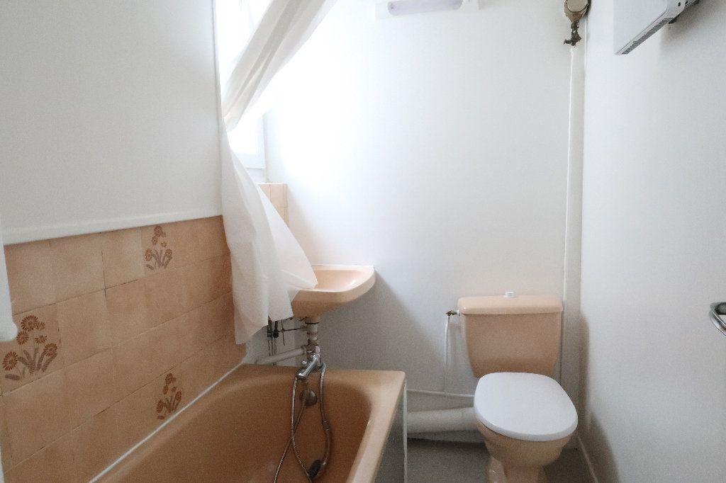 Appartement à louer 2 25m2 à Saint-Quentin vignette-3