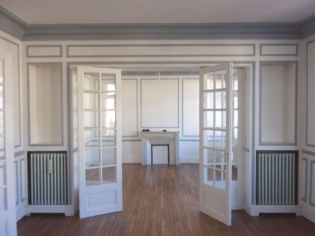 Appartement à louer 3 106.6m2 à Saint-Quentin vignette-1