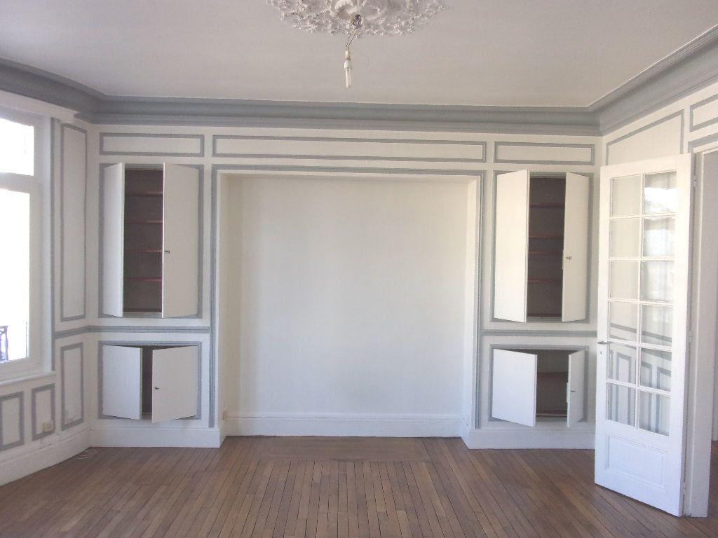Appartement à louer 3 106.6m2 à Saint-Quentin vignette-2