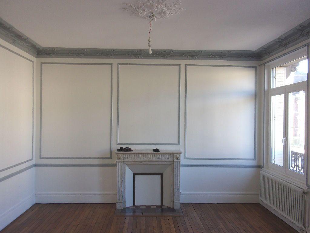 Appartement à louer 3 106.6m2 à Saint-Quentin vignette-3